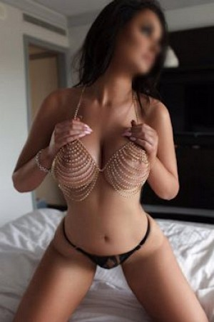 Splendide escort girl italienne épicurienne des plaisirs Ile de France