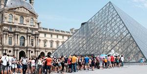 Le Louvre, c'est l'occasion de croiser de jeunes libertines coquines