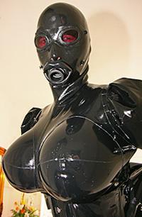 Le rubber doll