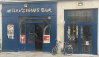 Le Willi's Wine Bar est pour les amateurs de vins, plus de 200 références à déguster