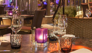 Un habitant sur 8 peut se permettre d'inviter une escorte à Neuilly pour dîner au Romantica