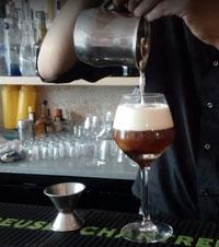 Allez siroter avec votre belle de jour un cocktail au Max bar situé au 1er arrdt