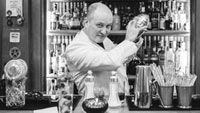 Vous êtes amateur de cocktails ? Allez-les déguster avec votre escort girl au Bar Hemingway.