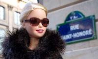 Une poupée Barbie blonde platine