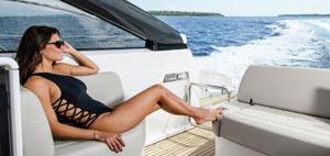 Une zone festive réputée pour ses yachts, son luxe et ses accompagnatrices de charme sensibles à la jet-set.